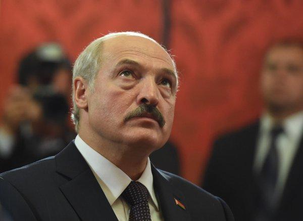 Лукашенко поблагодарил чиновников за слаженную работу