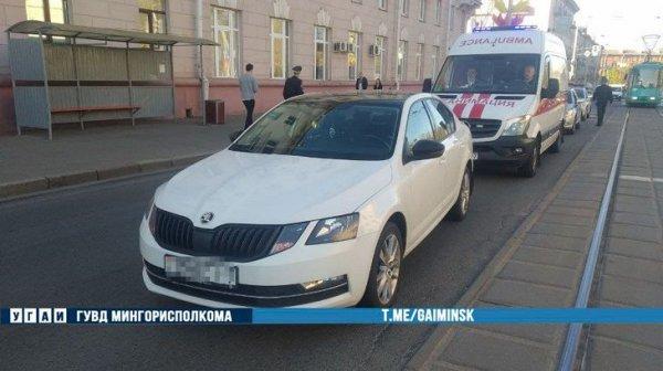 9 мая в Минске автомобиль сбил выходящую из трамвая девушку