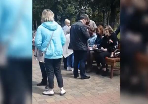 В Лидском райисполкоме заявили, что не знают, кто раздавал участникам митинга к 9 мая по 30 рублей