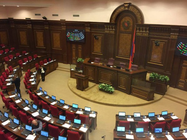 10 мая парламент Армении назначит досрочные выборы