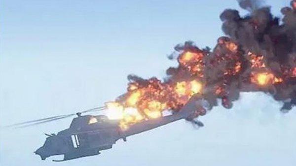 В Китае вертолет взорвался в воздухе и упал в озеро