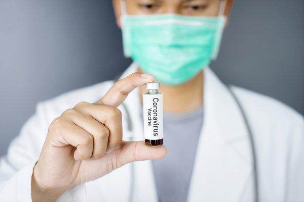 Вакцина Pfizer защищает от мутаций коронавируса