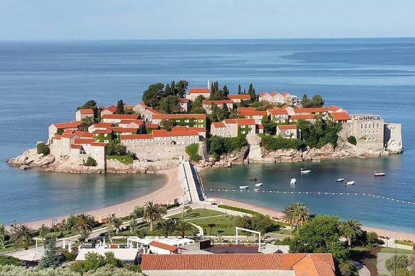 Правительство Черногории отменяет комендантский час