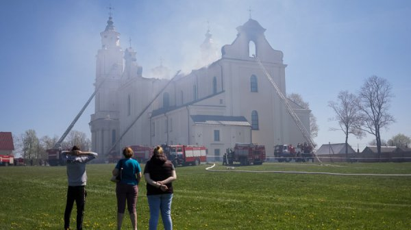 По факту пожара в Будславском костеле возбуждено уголовное дело