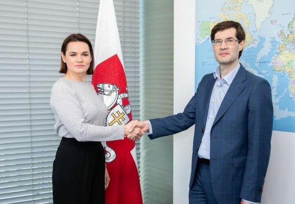 Светлана Тихановская назначила лишенного лицензии адвоката Сергея Зикрацкого своим представителем