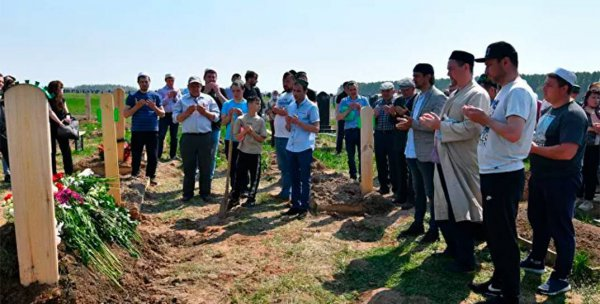 В Казани сегодня похоронили погибших при стрельбе в школе