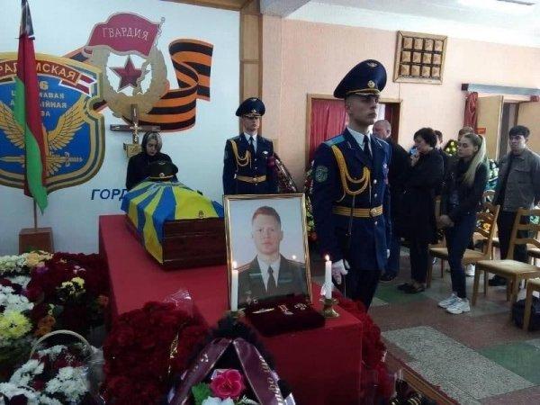 В Лиде прощаются с летчиками, которые погибли при крушении самолета в Барановичах