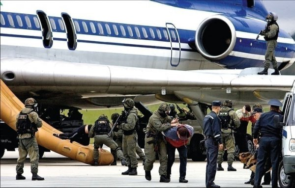 Сотрудников белорусских спецслужб обвинили в захвате самолёта Ryanair