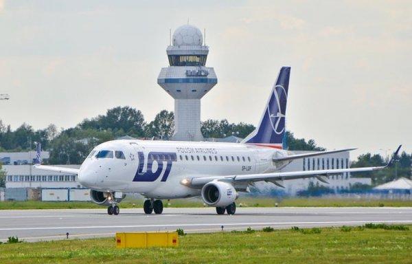Самолеты польской авиакомпании LOT прекращают полеты в Беларусь