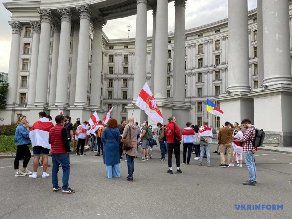 Украина заявила о намерении прекратить дипломатические отношения с Беларусью