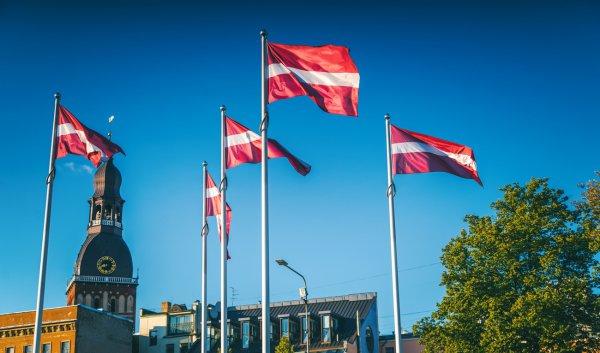 Беларусь разрывает дипломатические отношения с Латвией. Сотрудников посольства выдворяют из страны