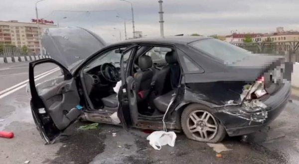 В Минске Ford Focus на высокой скорости влетел в ограждение
