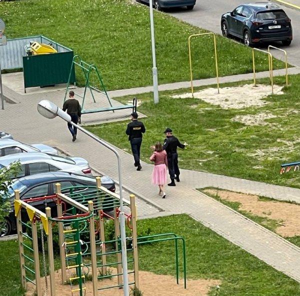В Минске на детский праздник в одном из дворов приехали силовики