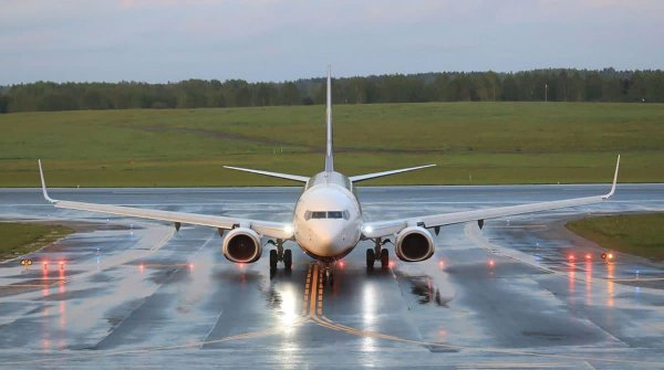 В ночь на субботу вступят в силу санкции против белорусских авиакомпаний