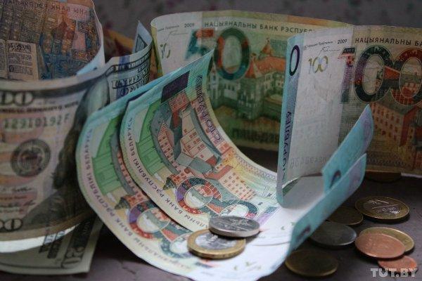 В Беларуси продолжает расти курс доллара
