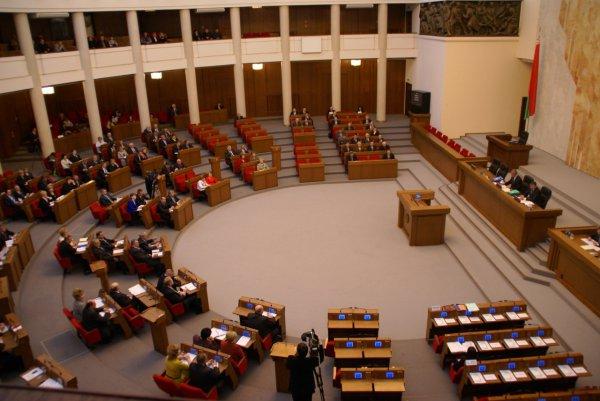 Парламент рассмотрит законопроект предусматривающий введение единого дня голосования