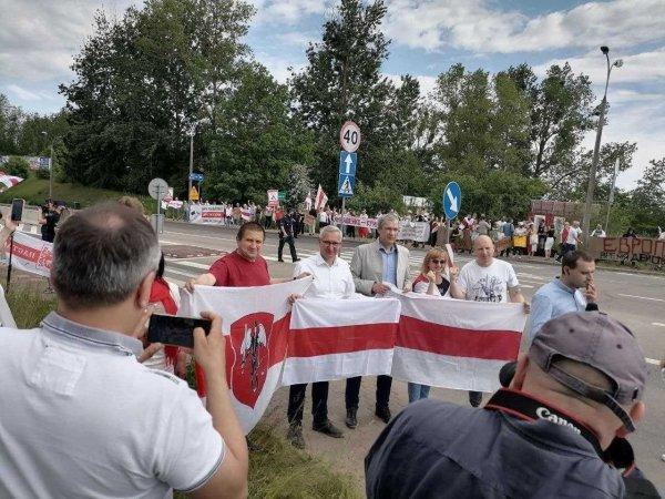 Фотофакт: Павел Латушко прибыл в палаточный лагерь на польско-белорусскую границу