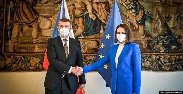 Президент Чехии предложил белорусской оппозиции открыть свой офис в Праге