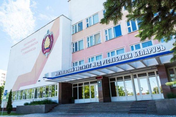 В Могилевский институт милиции бросили коктейль Молотова