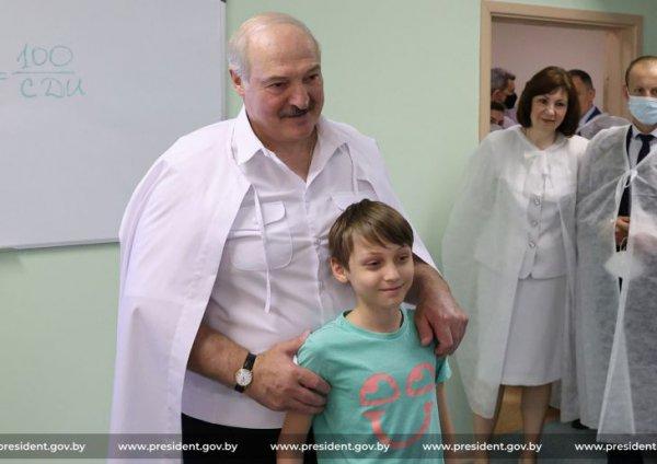 Лукашенко пообещал ребёнку превратиться в глюкозу, когда тот вырастет