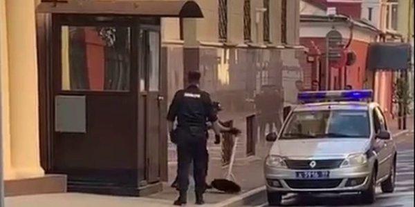 В Москве полицейский застрелился прямо на посту