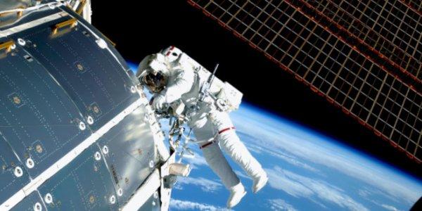 Астронавты МКС сегодня завершили шестичасовой выход в открытый космос