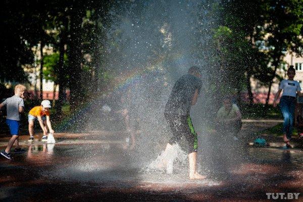 Жара в Беларуси сохраняется, но в некоторых районах пройдут дожди