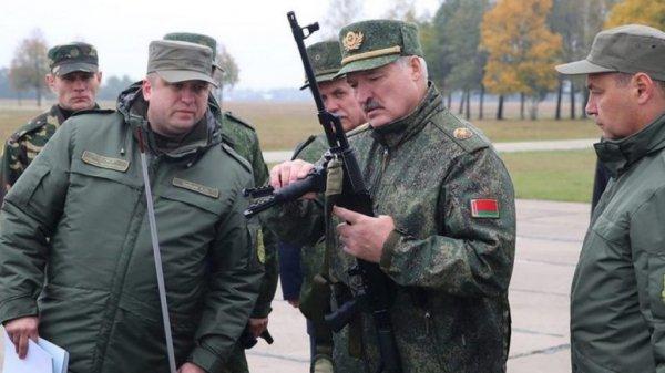 Лукашенко заявил о вероятности введения военного положения в Беларуси