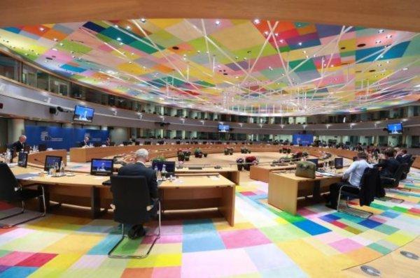 Главы стран ЕС отвергли предложение Меркель по саммиту с Путиным