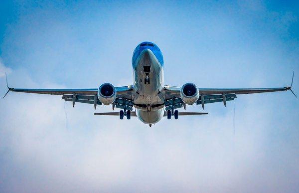 В Лос-Анджелесе пассажир выпрыгнул из самолета во время взлёта
