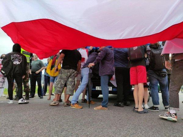 У литовской границы белорусские демонстранты чуть не подрались с российскими водителями