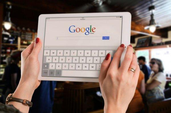 Google внедрит новую функцию предупреждения о фейковых новостях