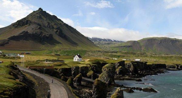 Исландия стала первой страной в Европе, которая отменила все ограничения по коронавирусу