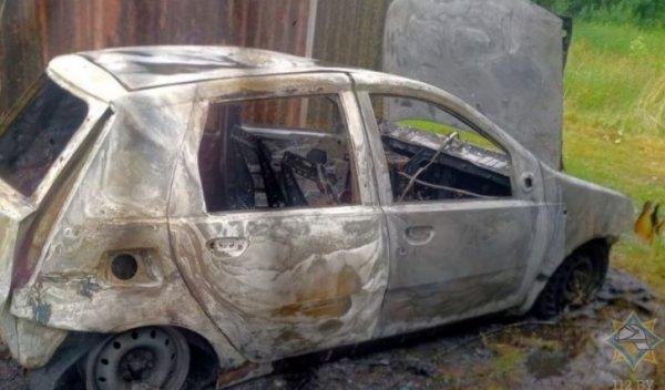 В Столинском районе мужчина заправлял машину из канистры, автомобиль сгорел, мужчина чудом выжил