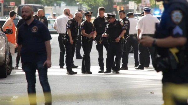 В Нью-Йорке на ТаймВ Нью-Йорке на Таймс-сквере мужчина открыл стрельбу