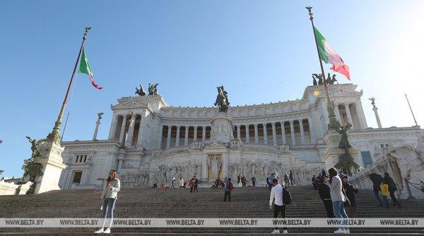 В Италии отменяют обязательное ношение масок на улице