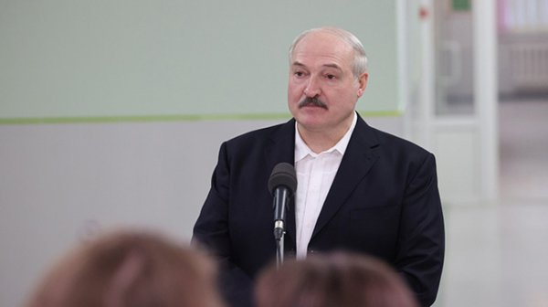 Лукашенко попросил деятелей культуры не заниматься политикой