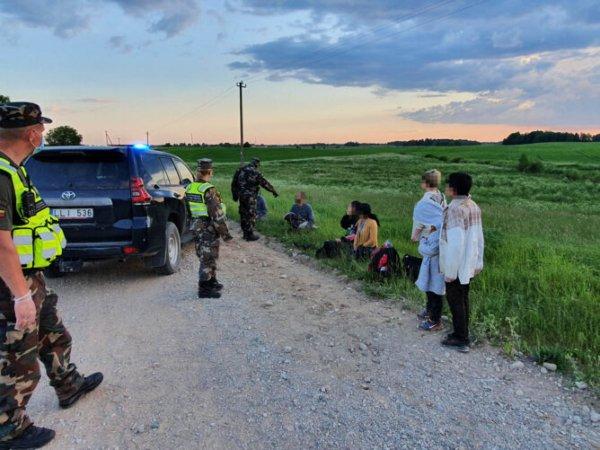 Литовские пограничники открыли предупредительный огонь в сторону нелегальных мигрантов следовавших через Беларусь