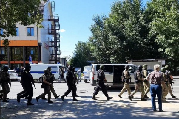 В Тюмени неизвестный захватил заложников в отделении Сбербанка и требует 15 миллионов рублей