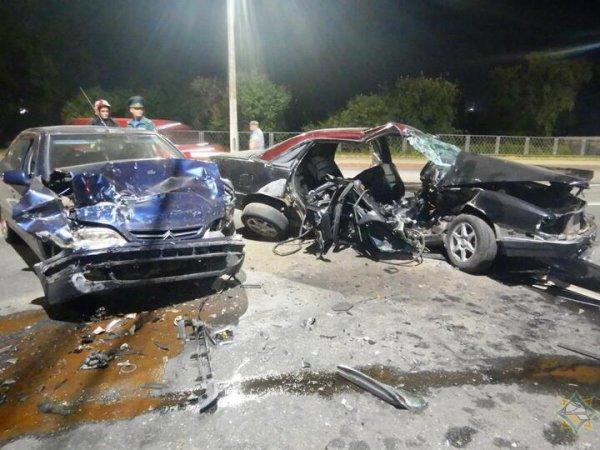 В Могилеве столкнулись Audi и Citroen — спасатели достали из авто трех человек