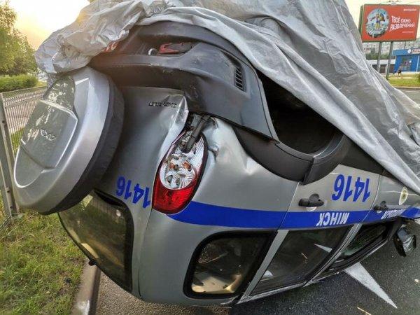 В Минске автомобиль милиции попал в ДТП и перевернулся
