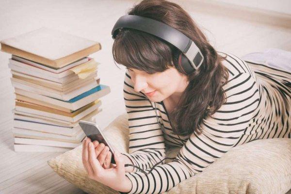 Слушать аудиокниги онлайн: как с пользой провести время