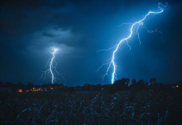 На среду 21 июля в Беларуси объявлено штормовое предупреждение из-за гроз