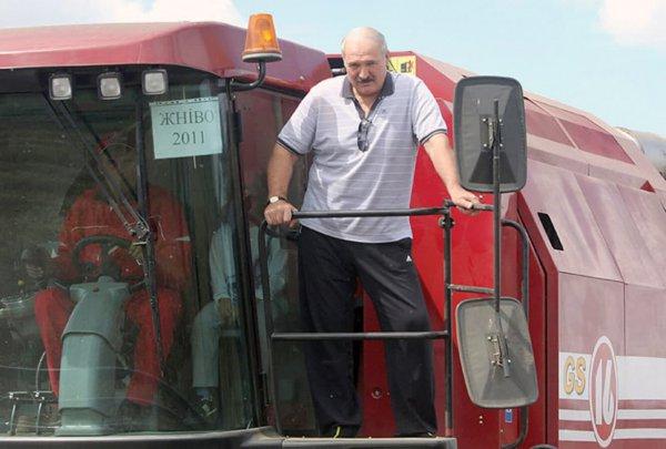 Лукашенко потребовал от чиновников сражаться за каждый трактор