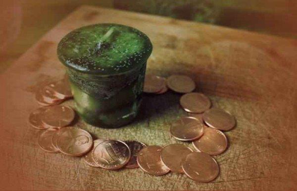 Минчанка за снятие порчи заплатила мошеннице более 70 тысяч долларов