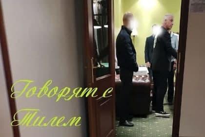 К лидеру группы Rammstein Тиллю Линдеманну, который сейчас находится в России, пришли силовики