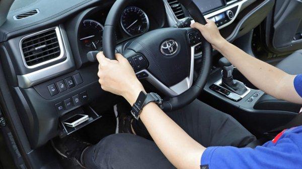 Эксперты призвали водителей не прятаться от жары в автомобилях с кондиционером