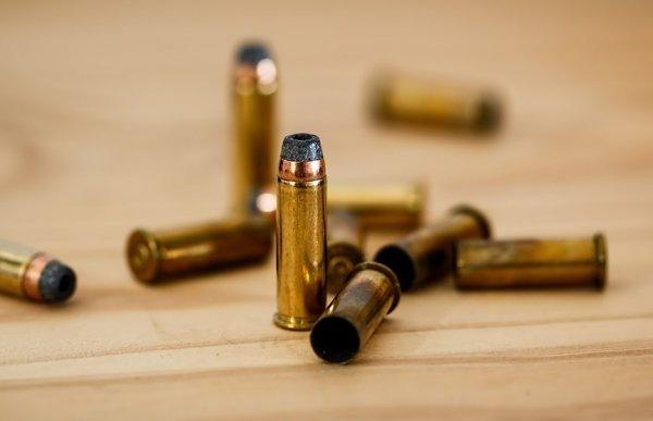 В США четырехлетняя девочка получила ранения в результате стрельбы около похоронного бюро