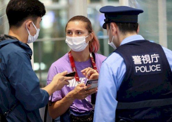 Представители японского МИД выехали в токийский аэропорт, чтобы встретиться с Кристиной Тимановской