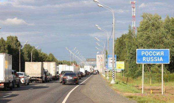 Завезенные в Беларусь мигранты двинулись в Россию
